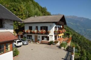Eichmannhof Marling verfügt über eine Ferienwohnung und 5 Zimmer mit Frühstück