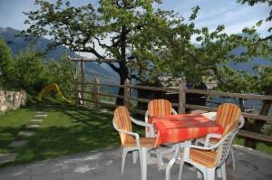 Terrasse und Liegewiese der Ferienwohnung