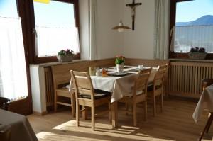 Frühstücksraum: im April 2016 mit neuem Fussboden (Eichenholz) und neuer Eckbank (auch Eichenholz)
