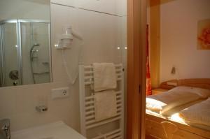 Eichmannhof Marling: Zusatzzimmer (zur Ferienwohnung) mit eigenem Bad