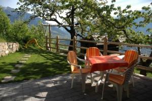 Eichmannhof Marling: Garten der Ferienwohnung
