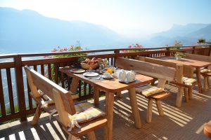 Genießen Sie das Frühstück auf der Terrasse
