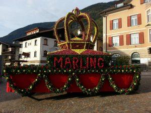 Apfelkrone am Marlinger Dorfplatz