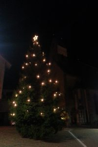 Christbaum am Marlinger Dorfplatz
