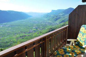 """Balkon von Zimmer """"Erdbeere"""" mit Blick Richtung Süden"""
