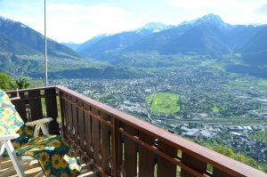 """Balkon Zimmer """"Erdbeere"""" mit Blick auf Meran"""