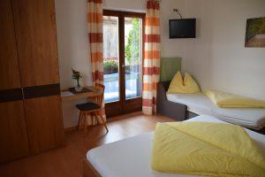 """Eichmannhof - Zimmer """"Himbeere"""": mit ausziehbarer Couch"""
